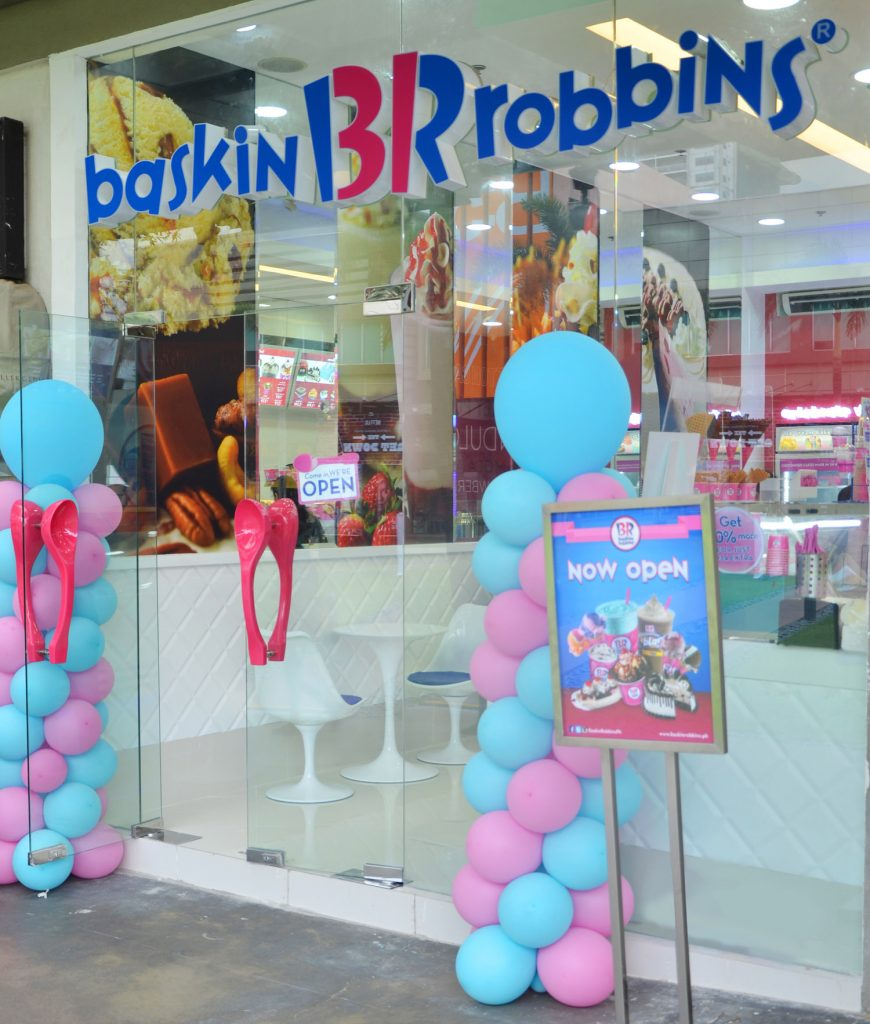 baskin-robbins_scooping-happiness-at_photo-1